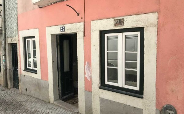 Electrical and telecommunications installations of an apartment in Bairro Alto, Lisbon